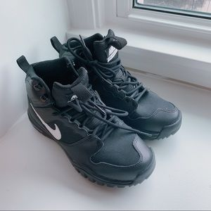 Brand New Nike Dual Fusion Hills Ankle Boots SG